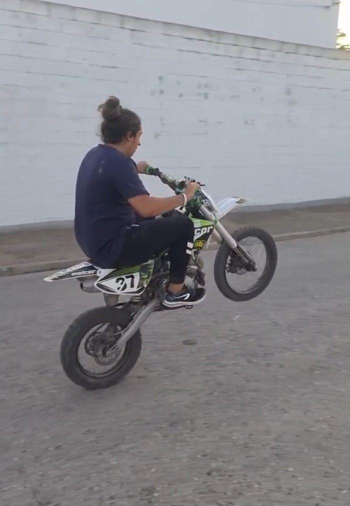 Joven de 17 años denunciado por los vecinos de la localidad de lebrija por el ruido causado por una moto de campo sin documentación