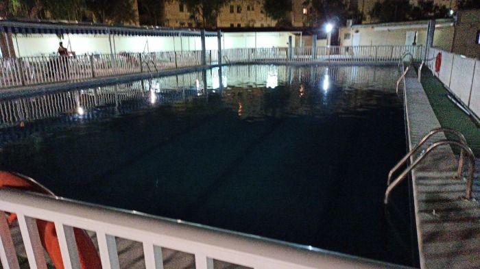 Administrador de jungleteam se tira a una piscina publica